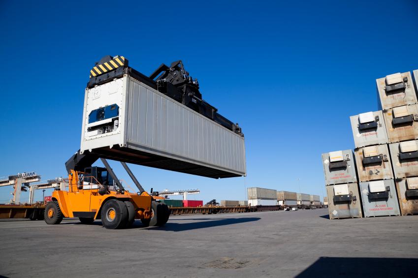 Il servizio di carico e scarico container